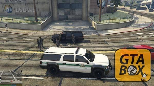 Остановка машины, подкрепление SWAT