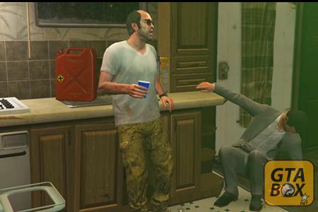 Майкл падает в доме у Тревора