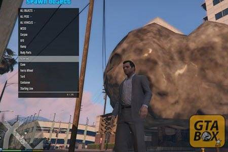 Майкл около метеорита в GTA 5