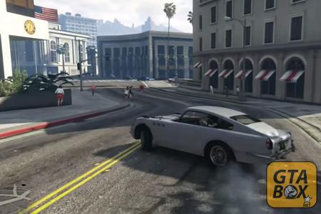 Главный герой GTA 5 на автомобиле
