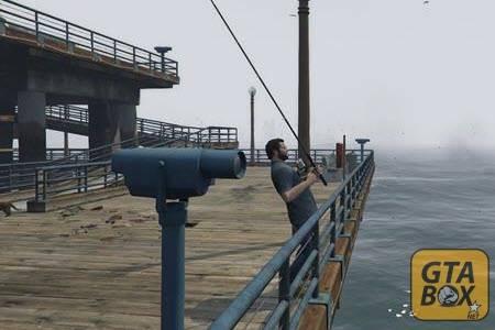 Майкл ловит рыбу