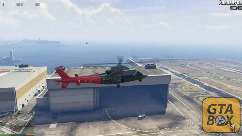 Франклин летает на вертолете около военной базы