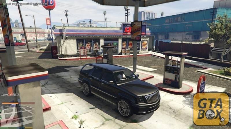 Франклин заправляет джип бензином