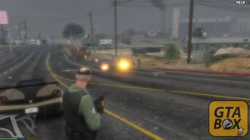 Тревор обстреливает машины в Лос Сантосе