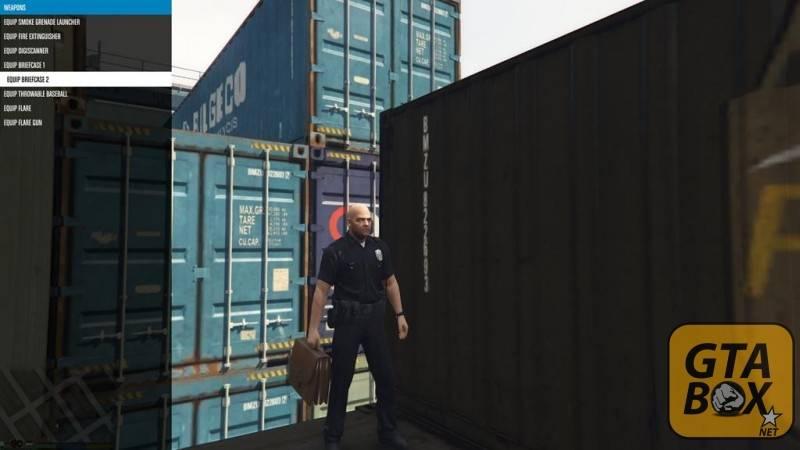 Майкл в скине полицейского с портфелем