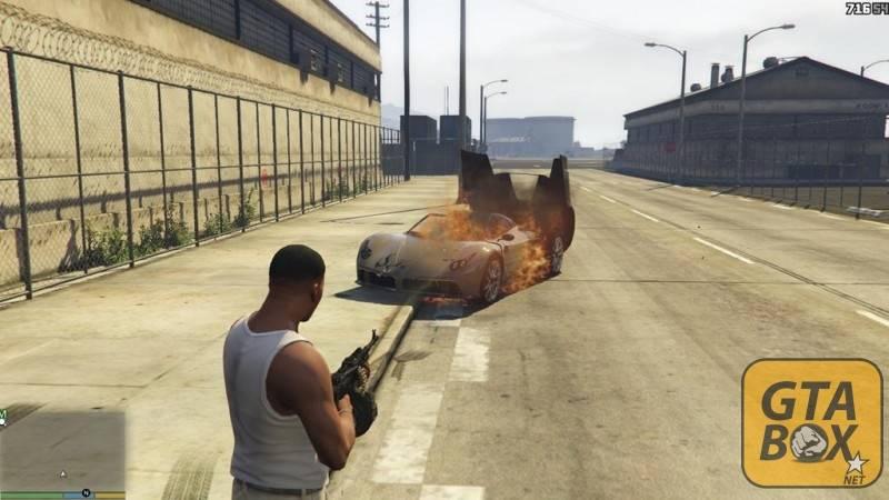 Фракнлин взрывает автомобили на военной базе