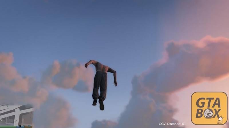 Тревор летает в небе