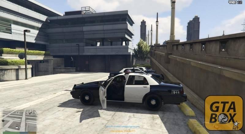 Тревор с напарником едут патрулировать город