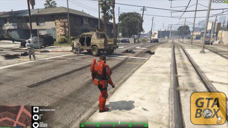 Главный персонаж GTA атакует полицейских и SWAT