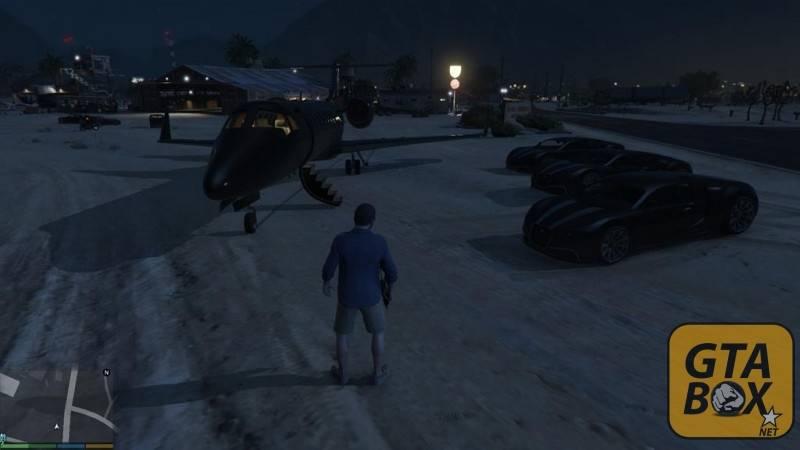 Майкл около аэродрома