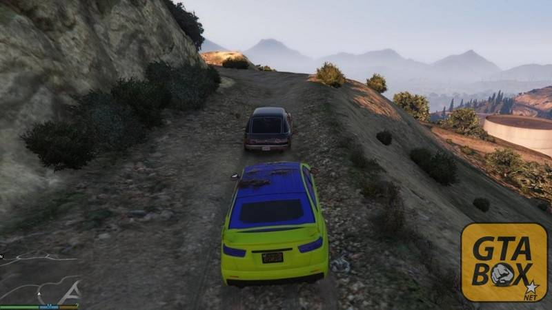 Тревор едет по проселочной дороге