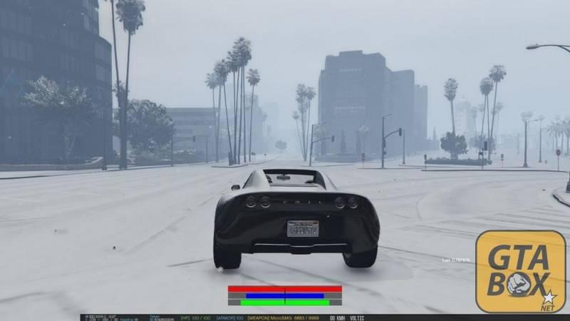 Майкл на автомобиле в снежном городе