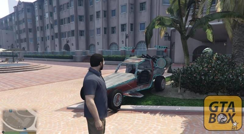 Майкл около автомобиля