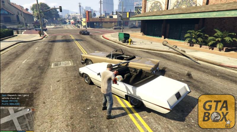 Тревор проверяет автомобиль на угон